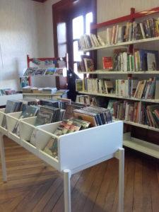 Présentation rayons adultes de la bibliothèque